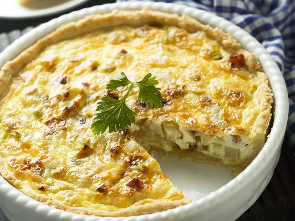 Savory pie with ham, leek and kohlrabi